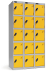 Omklædningsskabe med 5 låger. Omklædningsskabe dimension: bredde = 305mm, dybde = 305mm, højde = 1780mm. 3 sammenbyggede omklædningsskabe . Total bredde =  915 mm